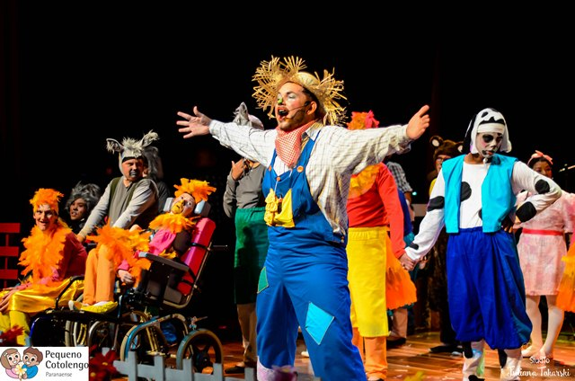 Moradores do Pequeno Cotolengo estrelam espetáculo no Teatro Positivo
