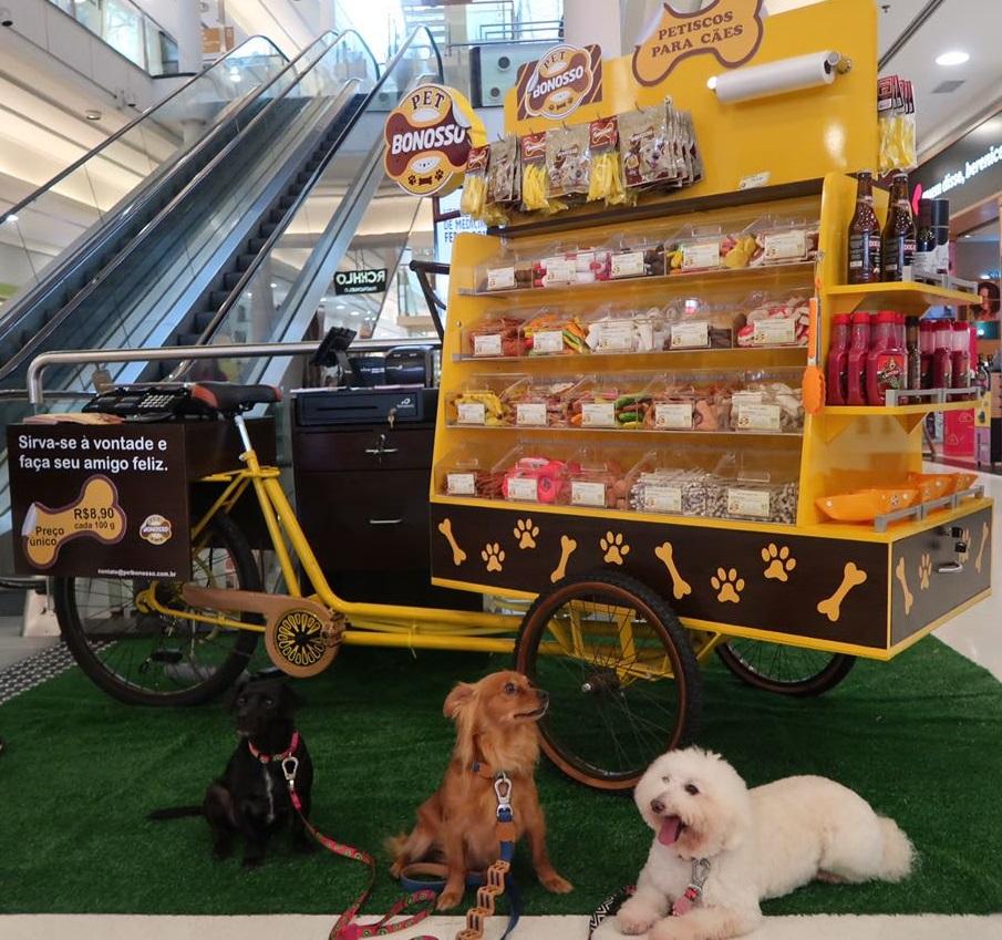 Shopping recebe a primeira foodbike do Paraná com petiscos para cães
