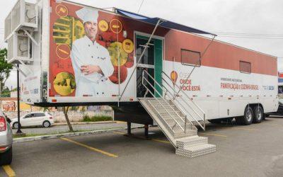Unidade móvel do SENAI oferece cursos de técnicas de Fabricação de Pizzas e Elaboração de Salgados